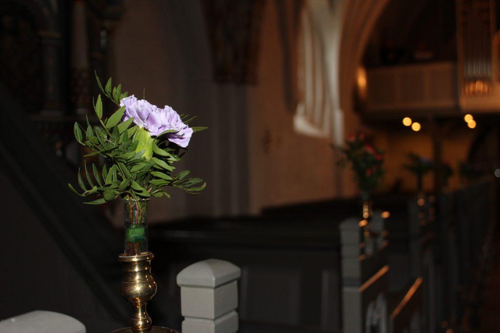 Blomster i kirke